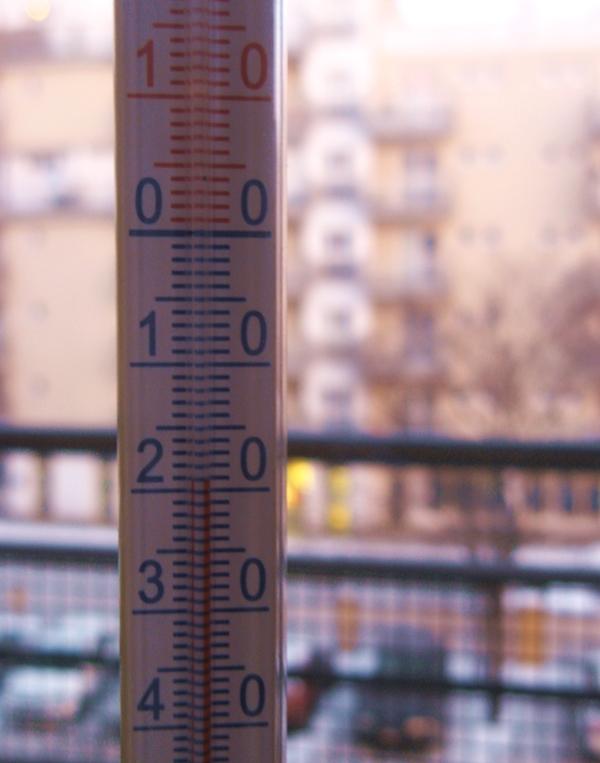 termometr-za-oknem