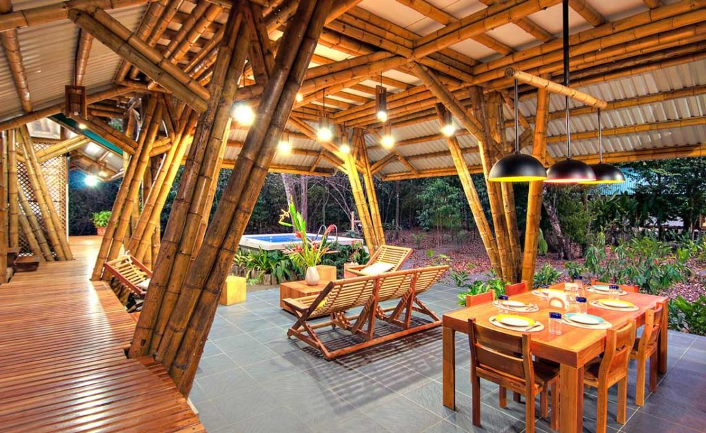 naturalne-materialy-budowlane-Bamboo-Dinning-Outside