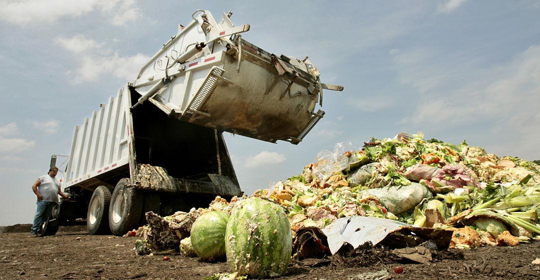 marnowanie jedzenia śmieciarka