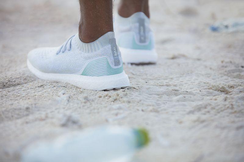 Buty Adidasa z morskich śmieci