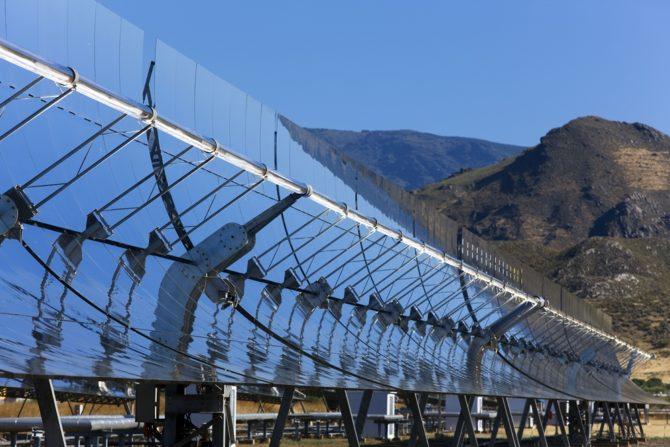 skoncentrowana energia słoneczna zwierciadła paraboliczne