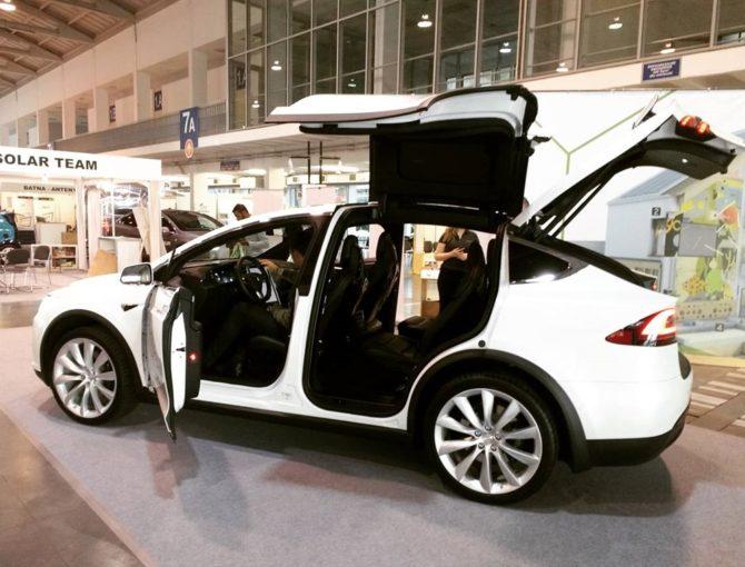 elektromobilność tesla model x targi