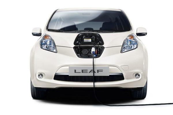nissan-leaf-ładowanie-baterie-kable