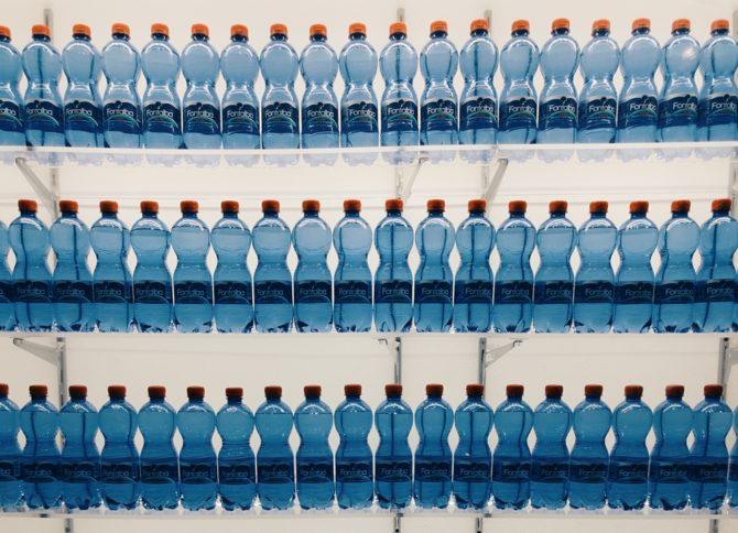 zanieczyszczenie plastikiem butelki pet