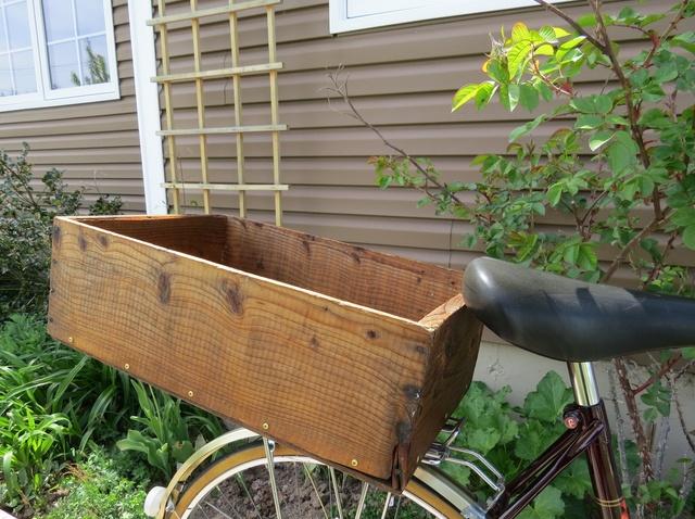 zakupy na rowerze drewniana skrzynka DIY