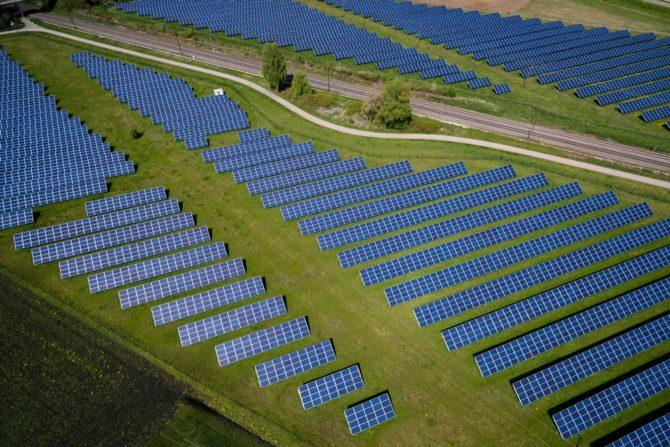 farmy-sloneczne-rozwiazania-dla-poprawy-klimatu