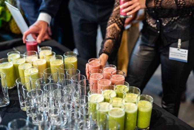 jak-zorganizowac-konferencje-szklanki-soczki