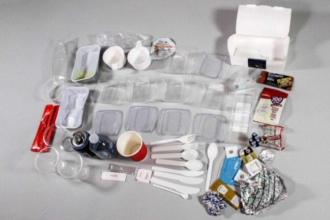 latanie-samolotem-plastikowe-odpady